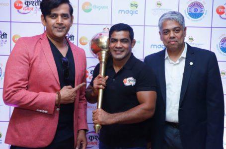L-R-Ravi-Kishan-Sushil-Kumar-and-Mukund-Cairae-–-COO-International-Business-ZEEL-–-Head-of-Sports-Business