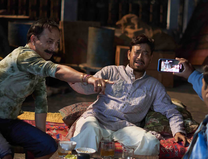 Irrfan and Deepak Dobriyal give sibling rivalry a delightful touch in 'Angrezi Medium'!