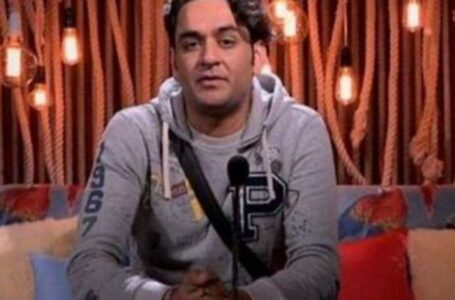 Vikas Gupta cries inconsolably due to undergoing a health condition, while housemates Aly Goni, Rakhi Sawant and Arshi Khan, make fun of the latter