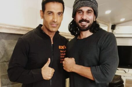 Actor Rajeev Pillai and John Abraham  bond over football on the sets of Satyamev Jayate-2 !