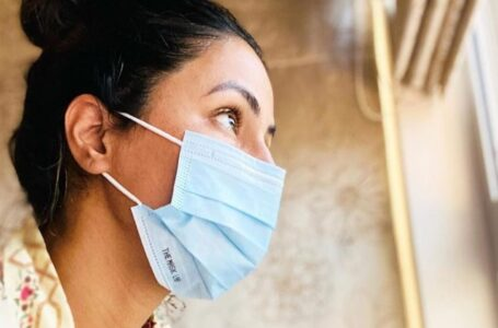 Hina Khan shares an emotional note while quarantined as she misses her late father, and unable to be present with her mother due to being tested covid positive.