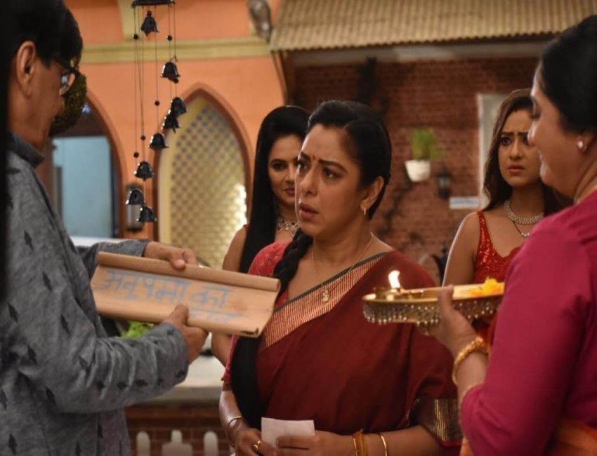 'Anupamaa': Baa, Babuji welcome Anupamaa once again in their family